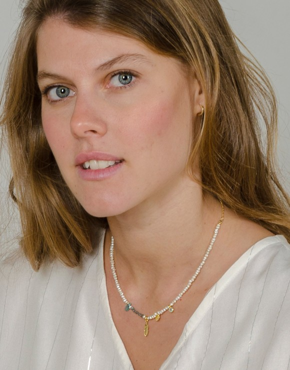 Collar de perlitas Essential