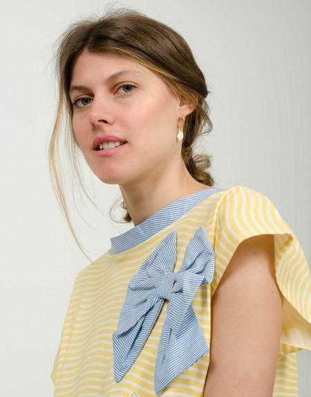 Camiseta Caleidoscopio chicas detalle lazada