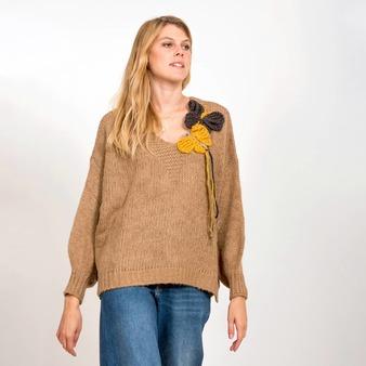 Si te gustan las prendas originales, Dúo volar es un suéter de punto cálido y con un par de mariposas de lana, dándole alegría a los días más fríos. @gloria_sancho . . . #sueters #jerseysmujer #modaotoño #jersey #jerseyfemenino #suetermujer #jerseyspunto #jerseyslana #cardigansmujer #modamujer #prendasabrigo #lagatalocamoda #lagataloca