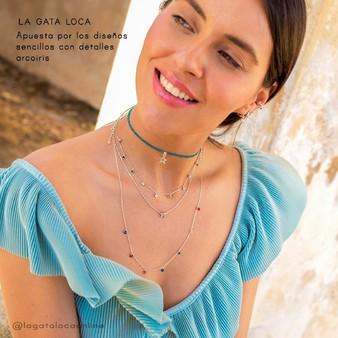 Los detalles de color en estos collares de plata nos encantan. @lagatalocaonline  @_isabbela_  . . . #joyasminimalistas #collaresplata #joyeria #collaresdemoda #jewelry #circonitascolor #joyas #silvernecklace #moda #plata #necklaces  #jewelrydesign #silver