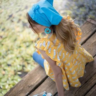Celebramos un día de verano 🌞 en plena naturaleza, con este diseño de #Camiseta Amarillo Pio Pio 🐥🐣.  Una #blusa con estampado de pajaritos de color amarillo huevo, una #prendafemenina 👚 muy romántica. Modelo: @gloria_sancho  Disponible en tallas S, M y L. . . . #camisetasoriginales #blusasmujer #blusasdediseño #camisetasdiseño #moda #camisetasestampadas #modamujer #camisetasdemujer #blusaoriginal #lagataloca #lagatalocamoda