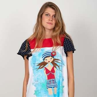 La Amapola Marina 🌺🌊 es una de nuestras #camisetasfavoritas. Sus colores y su pizpireta en la parte delantera nos fascinan 😍😍 Modelo: @gloria_sancho  . . . #camisetas #camisetasoriginales #modamujer #camisetasmoda #camisetasmujer #blusas #camisetasdiseño #blusasmujer #blusasdiseño #blusasoriginales #moda #primaveraverano